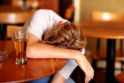 Quantità dellalcool di ubriaco per alcolismo