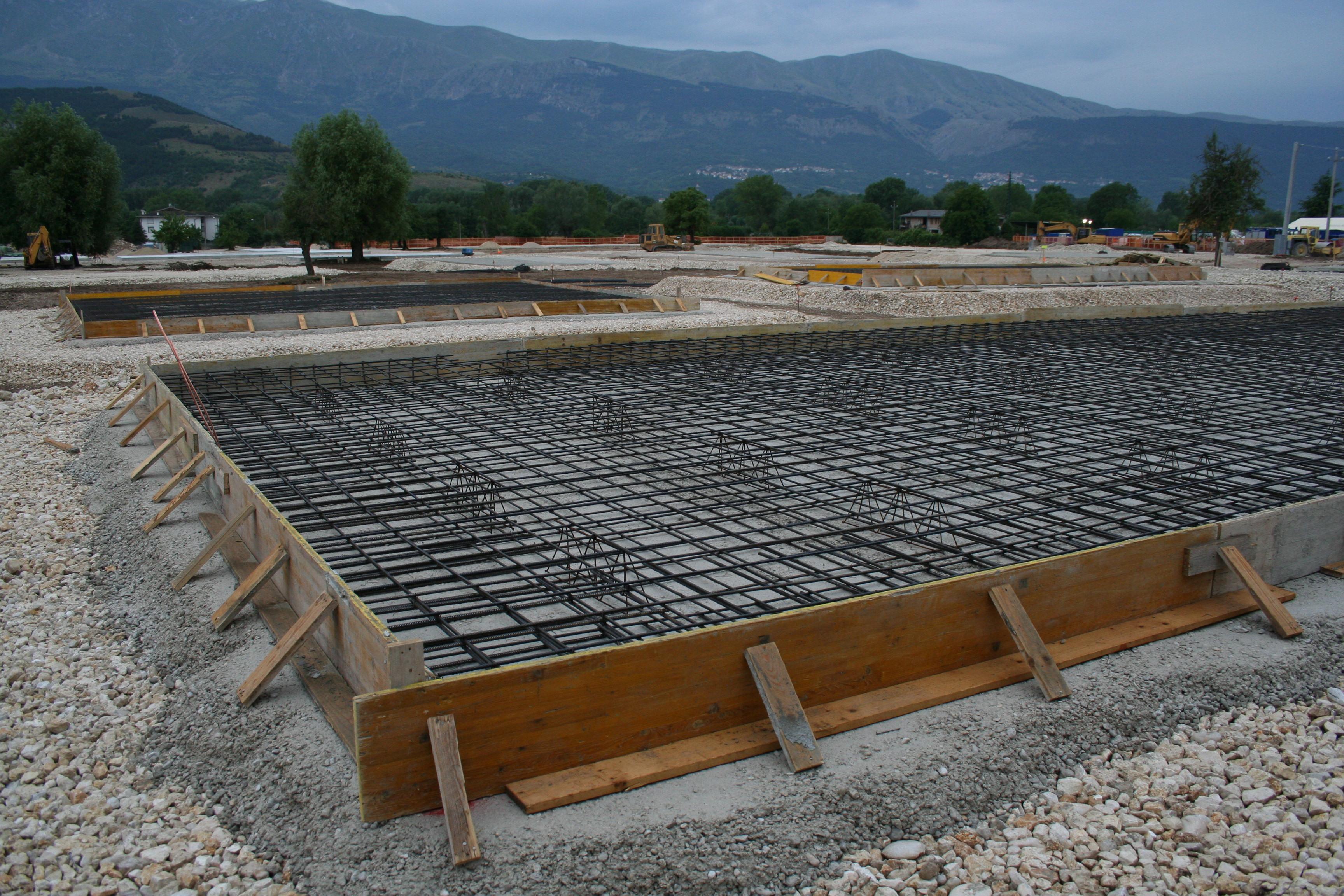 Onna le fondamenta per costruire le case in legno for Planimetrie per costruire una casa