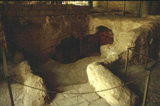 Nazareth scavi sotto la basilica dell 39 annunciazione con for Disegni di case dei caraibi