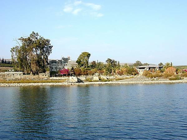 Cafarnao, come si presenta attualmente, vista dal lago di Tiberiade