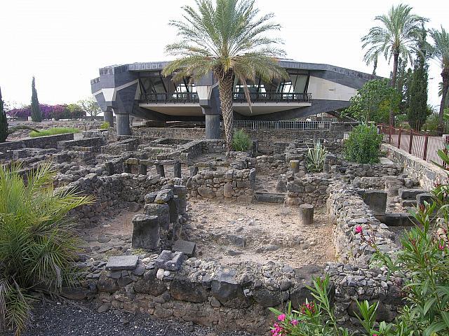 Cafarnao la nuova chiesa costruita sulla casa di pietro for Casa costruita